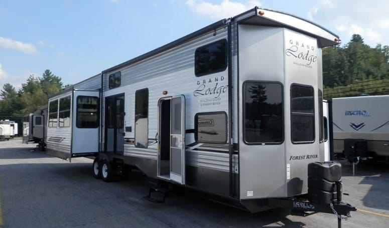 Forest River RV Wildwood Grand Lodge 42DL - 43'7""