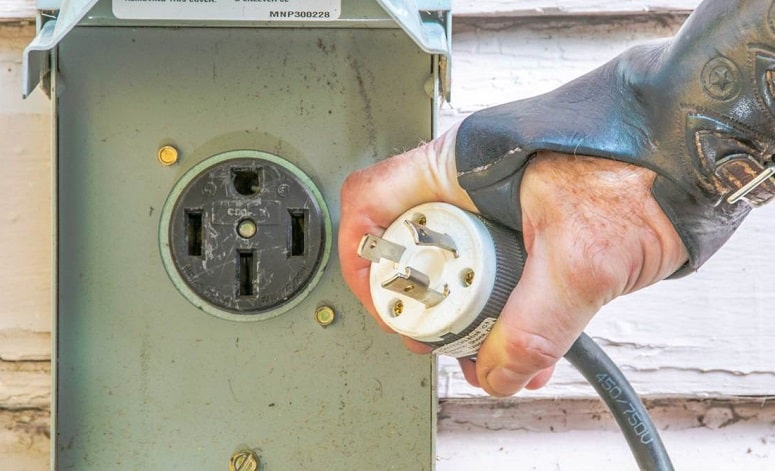 Plugging RV In Outlet