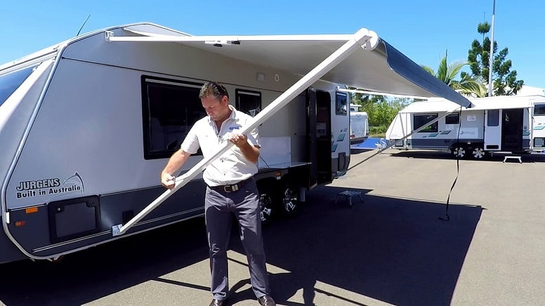 Should I Tow My Camper Home With A Broken Awning?   Kempoo.com