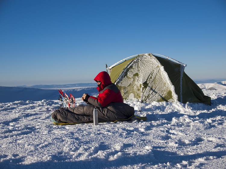 How to Keep warm during winter camping