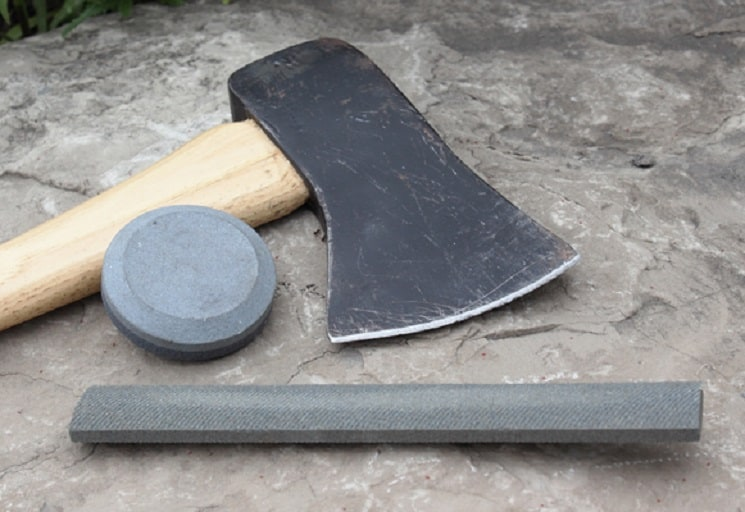 axe sharpening with puck
