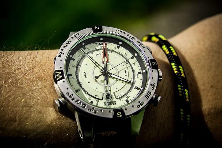 How To Use A Watch As A Compass To Find Your Way 1