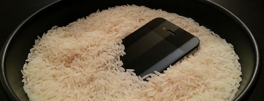 saving electronics with white rice