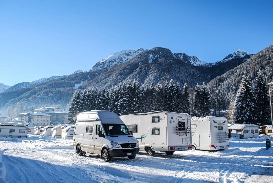 16 TIPS FOR COMFORTABLE CAMPER LIVING DURING A COLD WINTER